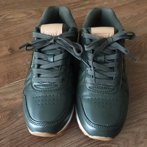 Levi's sneakers, size 7(us), dark green. New.